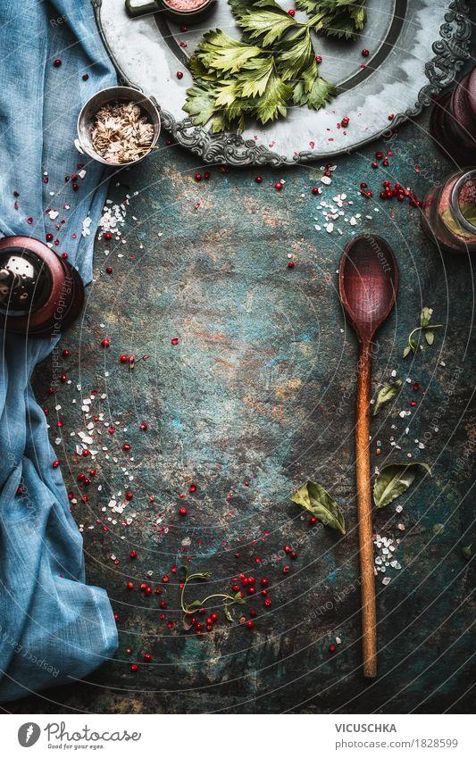 Hintergrund mit Gewürzmühle und Kochlöffel Gesunde Ernährung dunkel Foodfotografie Hintergrundbild Stil Lebensmittel Design Tisch Kräuter & Gewürze Küche