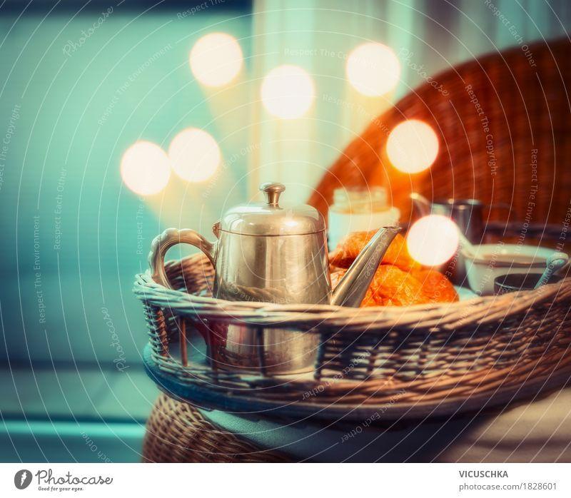 gem tliches fr hst ck mit kaffee auf tablett von vicuschka ein lizenzfreies stock foto zum. Black Bedroom Furniture Sets. Home Design Ideas