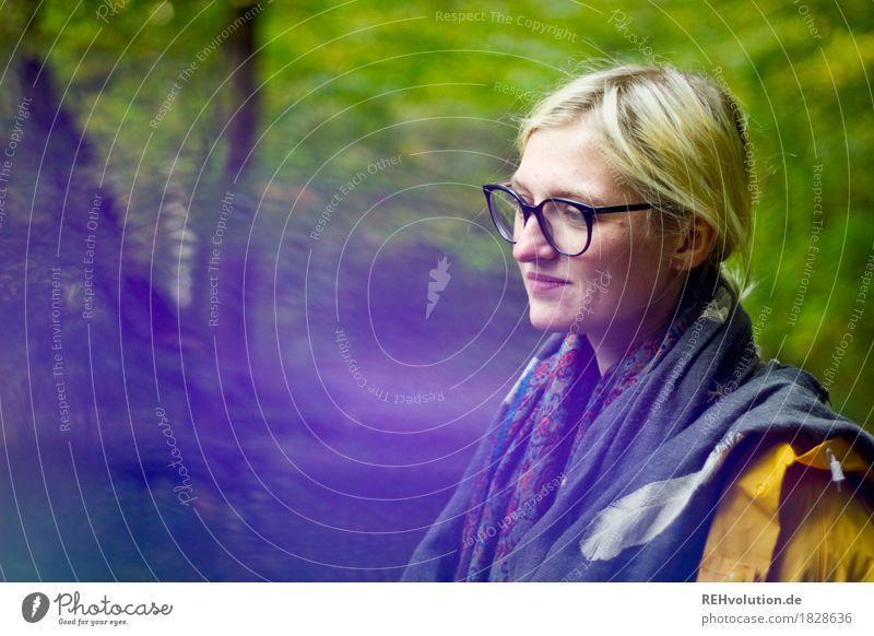 Jule | im Herbst Mensch feminin Junge Frau Jugendliche Gesicht 1 18-30 Jahre Erwachsene Umwelt Natur Landschaft Baum Wald Regenjacke Brille Schal