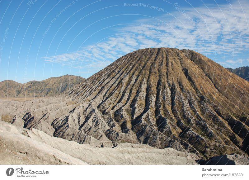 Am Fuße des Bromo Himmel Natur alt blau weiß Ferien & Urlaub & Reisen Sommer Wolken Ferne Erholung Landschaft Berge u. Gebirge grau Wärme Stimmung braun