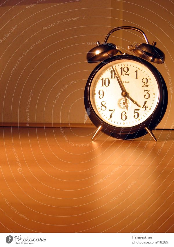 gute alte zeit#1 alt schwarz Holz braun orange Technik & Technologie Bodenbelag Uhr Wecker Uhrenzeiger Laminat Elektrisches Gerät Zifferblatt ticktack
