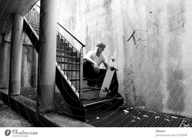 THAT´S IT - THAT´S ALL Mensch Jugendliche Stadt Erwachsene Erholung dunkel Wand Architektur Mauer Zufriedenheit sitzen Treppe maskulin 18-30 Jahre Coolness festhalten