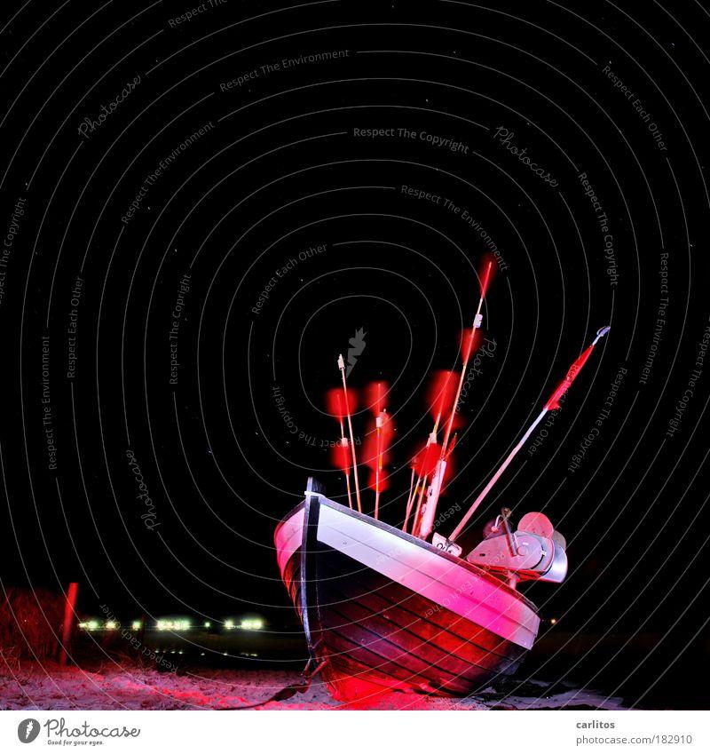 Leuchtschiff rot Strand schwarz dunkel kalt Küste Freiheit Schilder & Markierungen Wind ästhetisch Insel Stern Fisch Ostsee Fahne Rügen