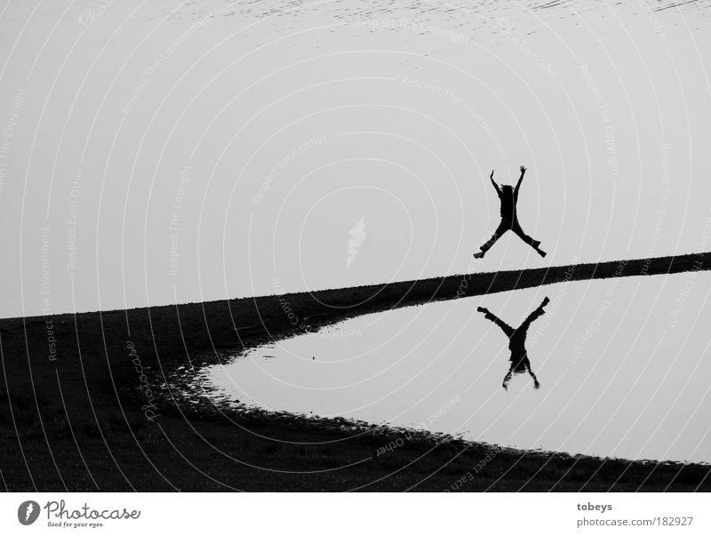 Hampelmann Freizeit & Hobby Ausflug Abenteuer Freiheit Sportler Turnen strecken 1 Mensch Küste Seeufer Strand Bewegung Unendlichkeit Freude Glück Fröhlichkeit
