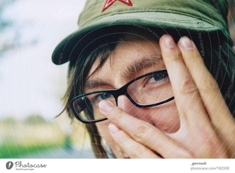 Alter Ego Mensch maskulin Junger Mann Jugendliche Erwachsene Haut Kopf Haare & Frisuren Gesicht Auge Hand Finger 1 18-30 Jahre Brille verstecken Mütze