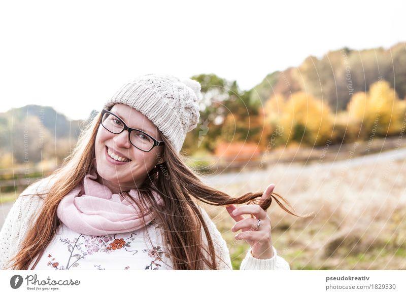 jenni - derbst herbst Lifestyle elegant schön Haare & Frisuren Gesicht feminin Frau Erwachsene Finger 1 Mensch Landschaft Herbst Schönes Wetter Accessoire Mütze