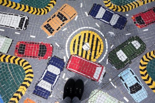 Verkehrschaos Güterverkehr & Logistik Feierabend Fuß Stadt Verkehrsmittel Verkehrswege Berufsverkehr Straßenverkehr Autofahren Straßenkreuzung Wege & Pfade