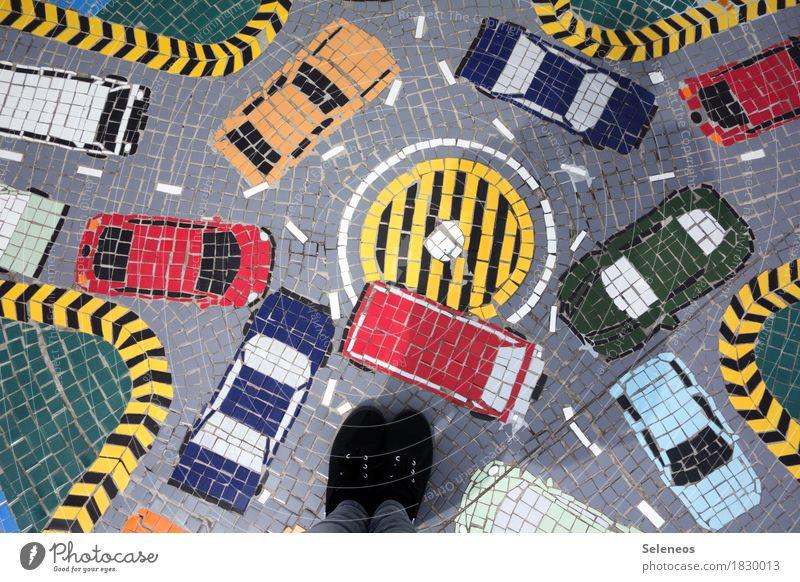 Verkehrschaos Stadt Straße Wege & Pfade Fuß PKW Güterverkehr & Logistik chaotisch Verkehrswege Fahrzeug Autofahren Turnschuh Feierabend Straßenkreuzung