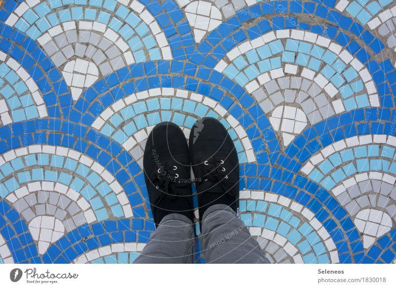 Wellen machen Schwimmen & Baden Mensch Beine Fuß 1 Wasser Schuhe Stein Zeichen Ornament Linie Streifen Kreativität Mosaik Farbfoto Außenaufnahme