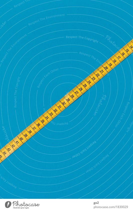 Maßband Übergewicht Freizeit & Hobby Handarbeit Arbeit & Erwerbstätigkeit Beruf Handwerker Arbeitsplatz Erfolg Ziffern & Zahlen blau gelb Fortschritt