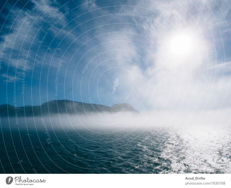 Island im Nebel Himmel Ferien & Urlaub & Reisen blau Wasser Sonne Meer Landschaft Wolken Ferne Berge u. Gebirge Umwelt Küste Freiheit Wetter Nebel Luft