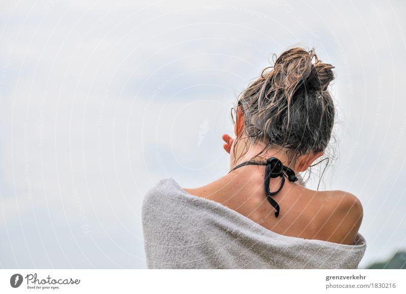 Badetuch Mensch Kind Jugendliche nackt Sommer Junge Frau Mädchen feminin Haare & Frisuren See 13-18 Jahre Kindheit Rücken Haut nass 8-13 Jahre