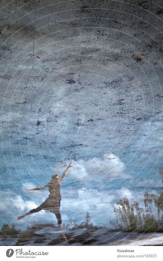 nussknacker Farbfoto Gedeckte Farben Außenaufnahme Textfreiraum oben Tag Licht Reflexion & Spiegelung Weitwinkel Ganzkörperaufnahme Blick nach oben Mensch
