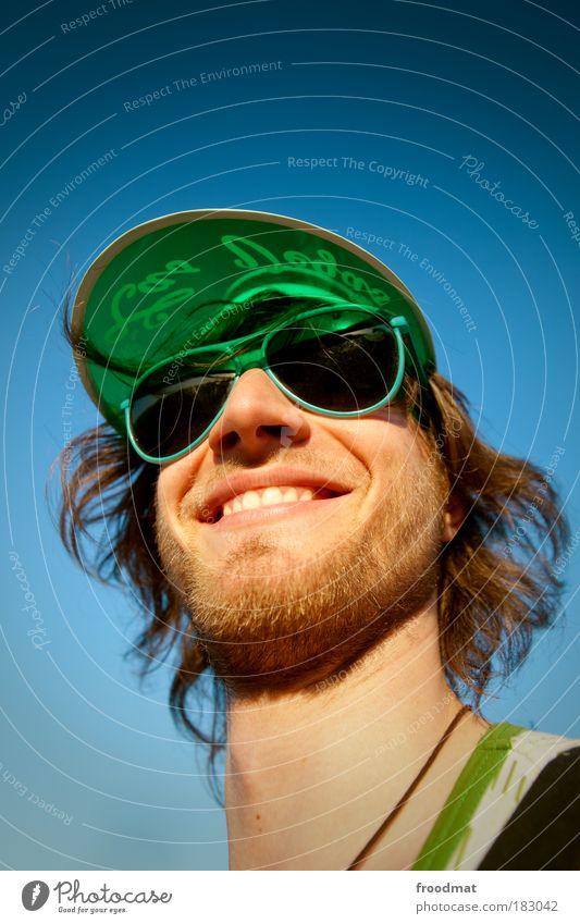 grünschnabel Farbfoto mehrfarbig Textfreiraum oben Textfreiraum unten Tag Licht Sonnenlicht Weitwinkel Porträt Blick nach vorn Mensch maskulin Junger Mann