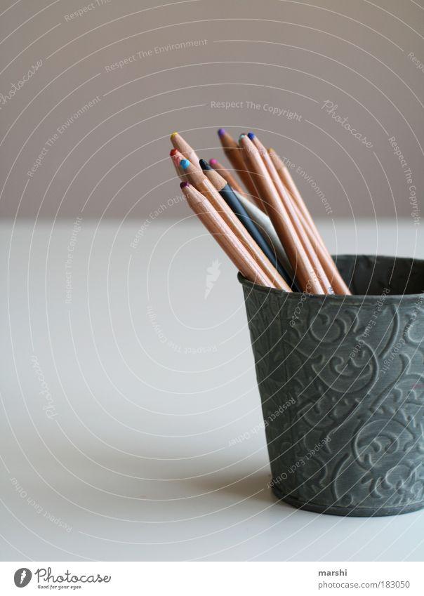 Malstunde Farbfoto Textfreiraum links Freizeit & Hobby Kunst Künstler Maler Holz Metall Zeichen Schriftzeichen Linie zeichnen Freude Behälter u. Gefäße