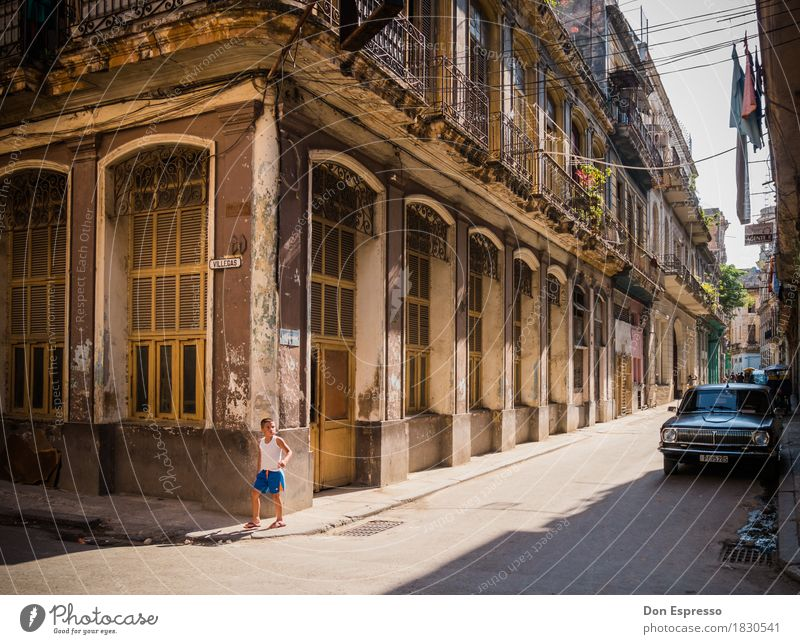 Centro Habana II Ferien & Urlaub & Reisen Tourismus Ferne Städtereise Sommer Junge 1 Mensch Kuba Havanna Stadt Hauptstadt Altstadt Haus Mauer Wand Fassade