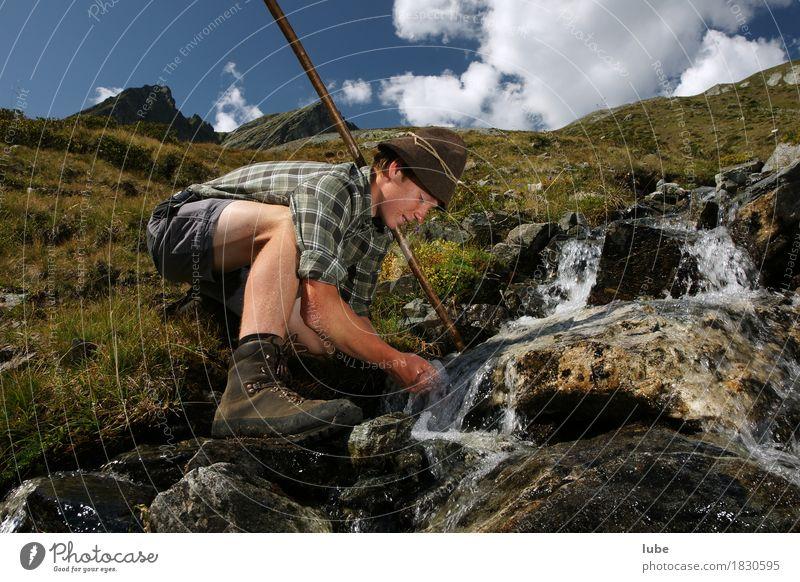 Quellwasser Getränk trinken Erfrischungsgetränk Trinkwasser Berge u. Gebirge wandern Umwelt Natur Landschaft Klima Hügel Felsen Alpen Gipfel Bach