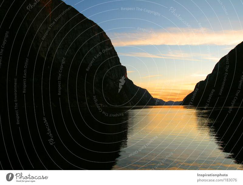 Lysefjord Wasser Himmel Meer blau rot schwarz Wolken gelb Ferne Erholung Berge u. Gebirge Freiheit Landschaft Luft Horizont Felsen