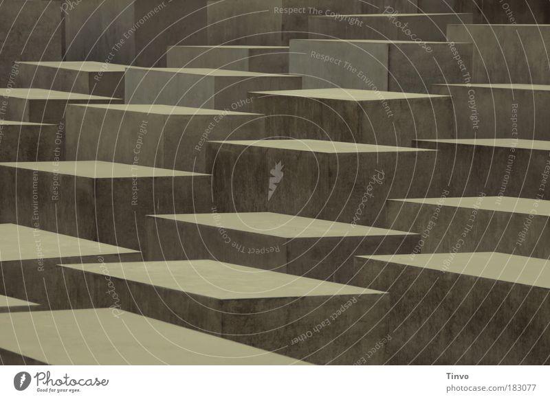 Mahnmal des Unfassbaren Bauwerk Architektur Mauer Wand Denkmal Kraft ruhig Trauer Tod Unglaube Verbitterung Holocaustgedenkstätte Massenmord Beton Quader