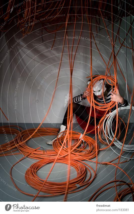 kabelmiau Katze Mensch Frau Tier Erwachsene dunkel elegant Ordnung Energie Elektrizität ästhetisch Wachstum Zukunft Kabel Reinigen Kreativität