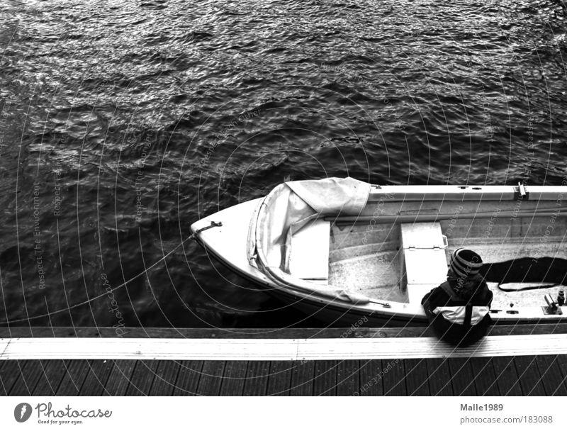 Klarschiff Kind Natur Wasser weiß schwarz Holz Denken Kindheit Wasserfahrzeug Wellen Kraft sitzen nass maskulin Abenteuer Seil