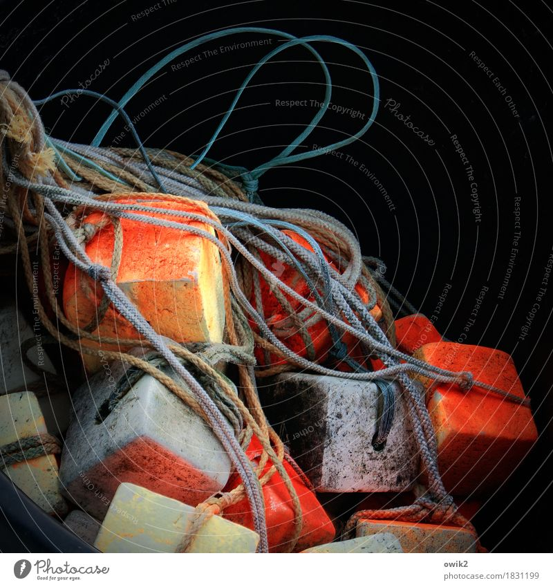 Würfelspiel Arbeitsplatz Arbeitsgeräte Schwimmer (Angeln) Fischereiwirtschaft Seil fest maritim gelb orange rot schwarz ruhig Rechtschaffenheit fleißig
