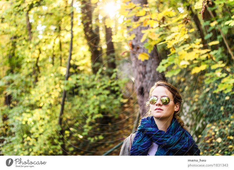 Autumn Day #2 Freude Gesundheit ruhig Freiheit Mensch feminin Junge Frau Jugendliche Erwachsene Leben 1 18-30 Jahre Natur Sonne Sonnenlicht Herbst