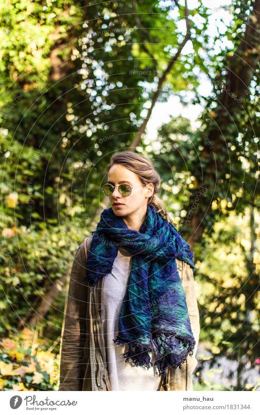 Autumn Day #3 Mensch Frau Natur Jugendliche schön Junge Frau Sonne ruhig Freude Wald 18-30 Jahre Erwachsene Leben Herbst Lifestyle feminin