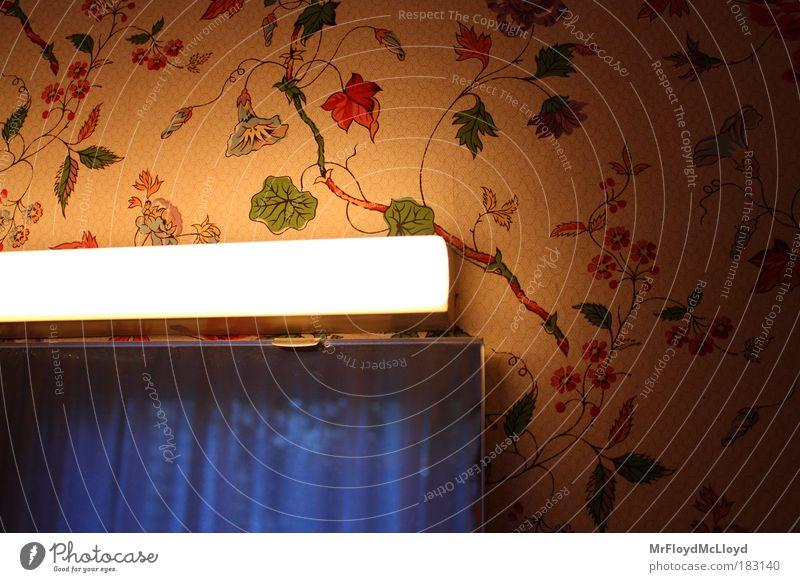 Badezimmerblues alt blau Gefühle Traurigkeit Raum Bad authentisch Kitsch Häusliches Leben Spiegel Tapete Reflexion & Spiegelung Geborgenheit Klischee Originalität altehrwürdig