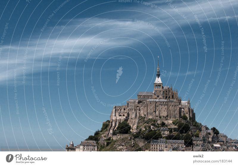 Heiliger Hügel Himmel blau Ferien & Urlaub & Reisen Wolken Ferne Berge u. Gebirge Freiheit Stein Landschaft Luft Bretagne Religion & Glaube Wind Horizont Ausflug
