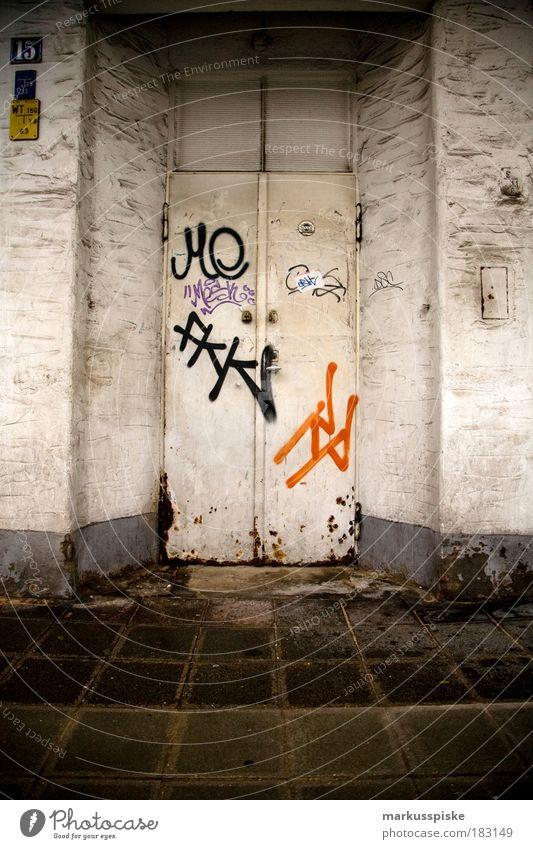 underground club Haus Wand Graffiti Stil Stein Mauer Metall Feste & Feiern Tanzen elegant Design Schriftzeichen Zeichen Stahl Rost Eingang