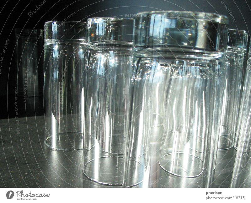 Gläser Show hell Glas Gastronomie Bar Club Alkohol entgegengesetzt