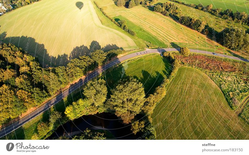 s curve Freude Ferien & Urlaub & Reisen Einsamkeit Wald Wiese Landschaft Feld Horizont Luftaufnahme fliegen einzigartig Vogelperspektive entdecken Ballone