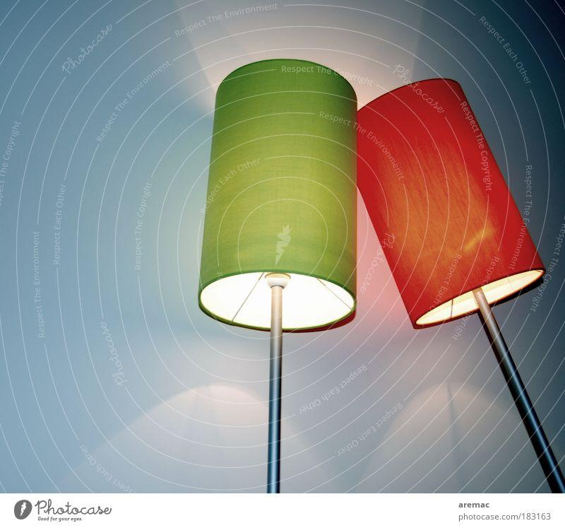 Anlehnungsbedürftig grün blau rot Lampe Raum Design elegant Lifestyle abstrakt leuchten Möbel Partnerschaft Zusammenhalt anlehnen trösten