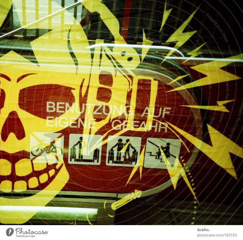 Benutzung auf eigene Gefahr rot Druckerzeugnisse schwarz gelb abstrakt Lomografie Musik Graffiti Kunst Treppe einzigartig Zeichen gruselig Hinweisschild