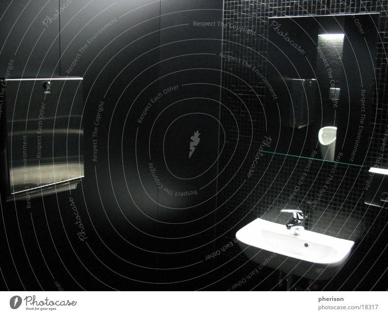 black toilet Mann Waschbecken schwarz Spiegel Fototechnik Toilette papierspänder Becken Raum