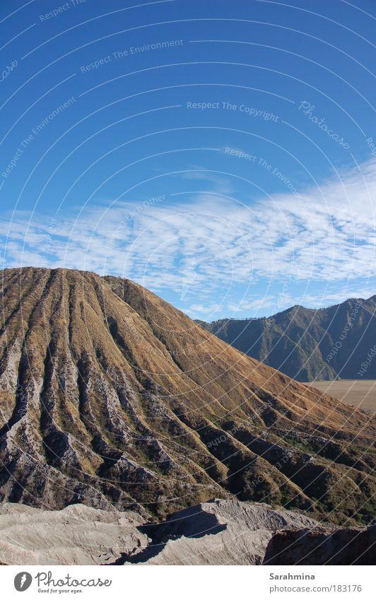 Am Fuße des Bromo II Natur Himmel Sonne Ferien & Urlaub & Reisen Wolken Ferne Berge u. Gebirge Freiheit Stein Wärme Sand Landschaft Umwelt Felsen Erde Ausflug
