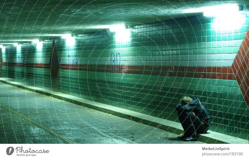 Alles ist vergiftet Jugendliche Stadt Wand Gefühle Graffiti Mensch Traurigkeit Mauer Kindheit Angst Armut Brücke bedrohlich Trauer Muster