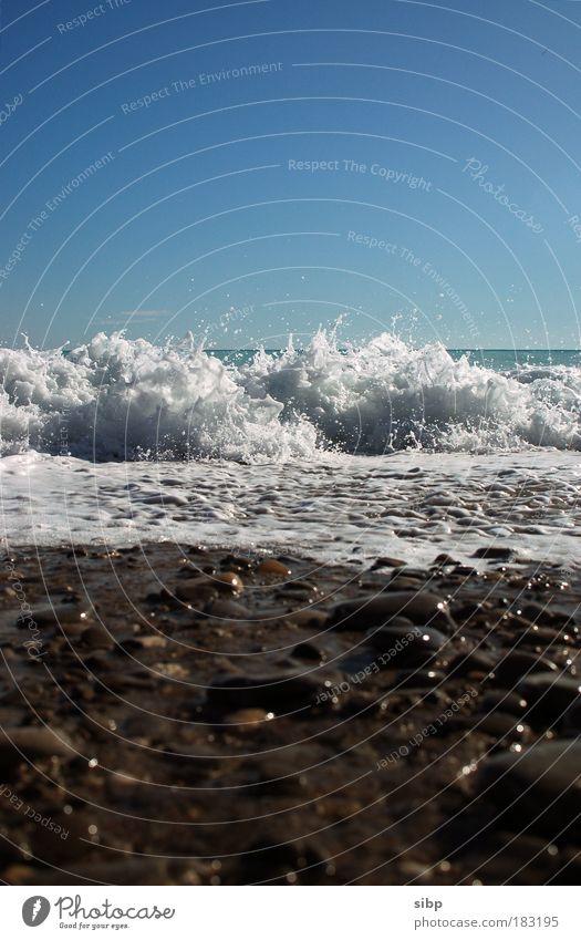 Das Meer kommt... Wasser Strand Ferien & Urlaub & Reisen Erholung Stein Wellen nass Tourismus bedrohlich Freizeit & Hobby wild feucht brechen Kieselsteine