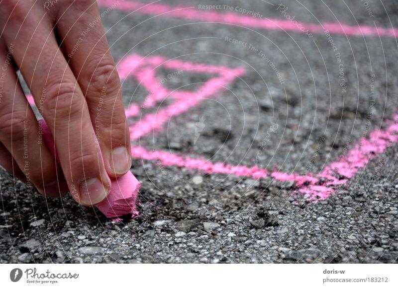 pimp the street Starke Tiefenschärfe Verkehrswege Straßenverkehr Straßenkreuzung Wege & Pfade Autobahn zeichnen rosa Hand Finger malen Kreide Straßenkreide