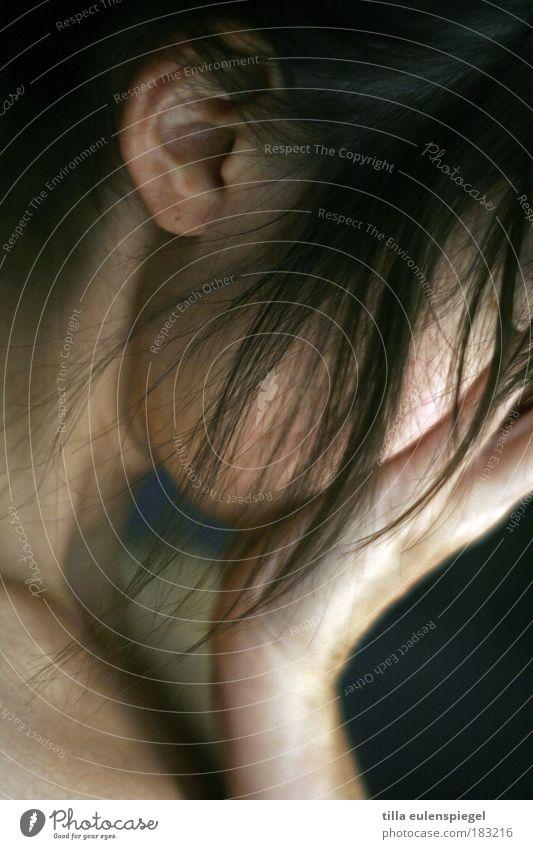 :( Frau Mensch Jugendliche Einsamkeit Leben feminin Gefühle Haare & Frisuren Traurigkeit Stimmung Haut Erwachsene Behaarung Trauer trist