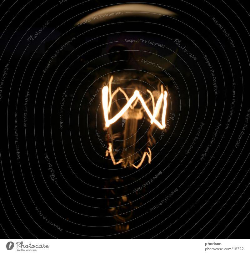 Blacklight Lampe glühen Licht heiß dunkel schwarz Langzeitbelichtung