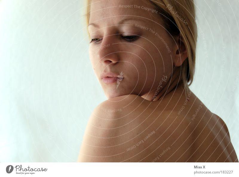 ungeschminkt / 450 Mensch Jugendliche schön Gesicht Auge Erotik nackt feminin Gefühle Haare & Frisuren träumen Traurigkeit Mund Stimmung Gesundheit