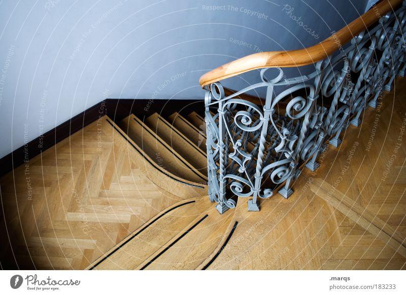 Ab Farbfoto Innenaufnahme Menschenleer Vogelperspektive elegant Häusliches Leben Haus Innenarchitektur Treppenhaus Treppengeländer alt einzigartig blau