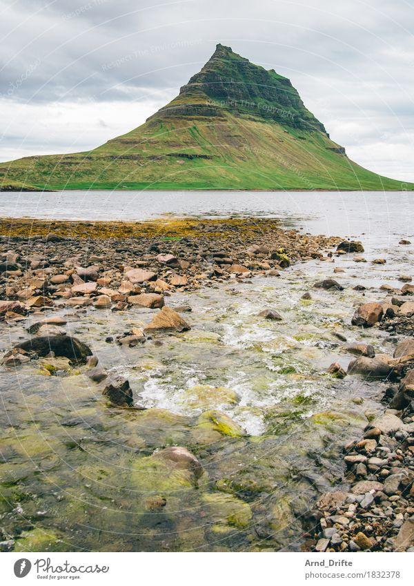 Kirkjufell - der schönste Berg der Welt Himmel Natur Ferien & Urlaub & Reisen grün Wasser Meer Landschaft Wolken Ferne Berge u. Gebirge natürlich Küste