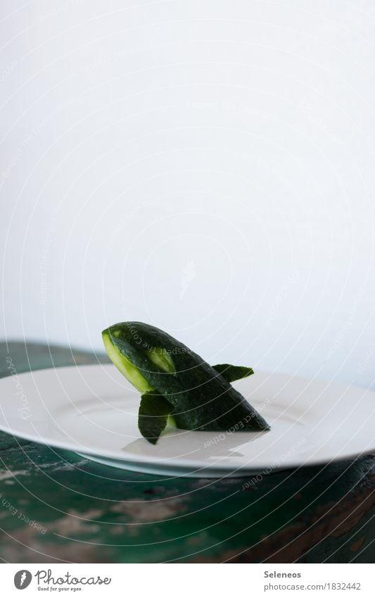 Walfang Lebensmittel Gemüse Salat Salatbeilage Gurke Bioprodukte Vegetarische Ernährung Diät Fasten Teller schnitzen frisch Gesundheit Vegane Ernährung Farbfoto