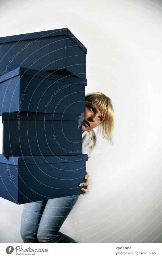 Tragfähig Frau Mensch Jugendliche Erwachsene Leben Verpackung Tiefenschärfe Ordnung Energie Design kaufen Wachstum planen Zukunft Wandel & Veränderung