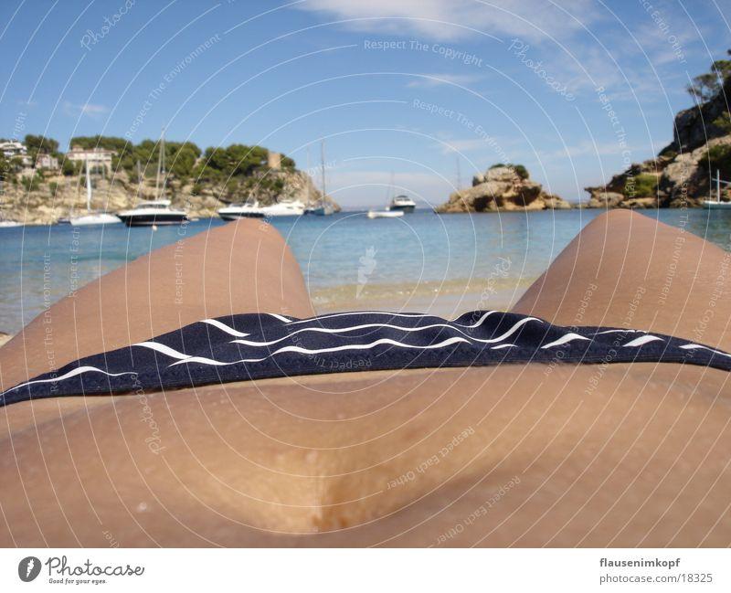Sonne auf´m Bauch Frau Strand Ferien & Urlaub & Reisen Bikini Bucht