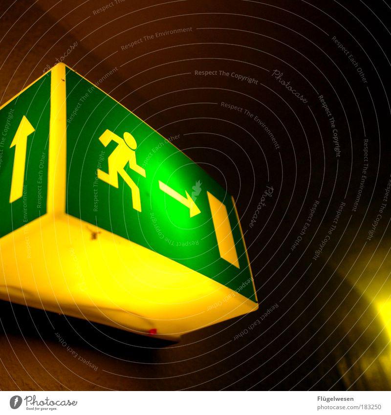 Und wo sollen Frauen flüchten? Freiheit Lampe Tür Freizeit & Hobby Angst dreckig laufen rennen Geschwindigkeit Feuer Laufsport kaputt Lifestyle bedrohlich