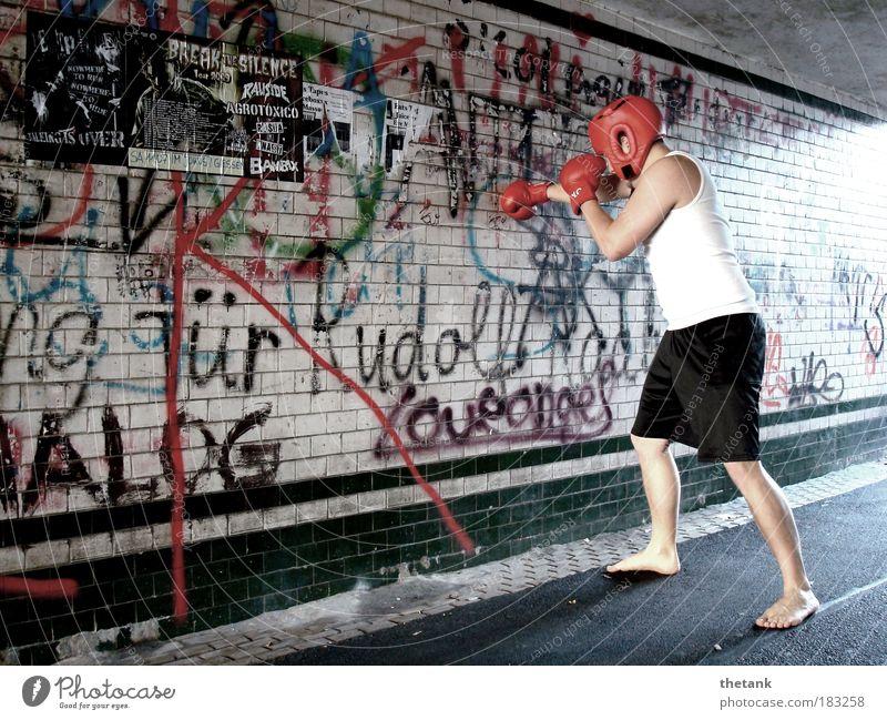 FUCK THE SYSTEM - wenigstens ein bisschen Kampfsport Boxsport Boxhandschuhe Kopfschutz maskulin Junger Mann Jugendliche 1 Mensch Tunnel Unterführung Backstein